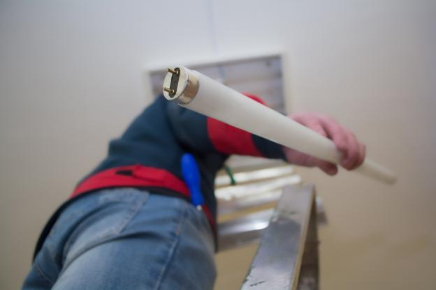 ¿Por qué debes parar de usar tubos fluorescentes?
